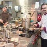 Antonio del Álamo junto a su hermano, con quién comparte cocina en Alboroque