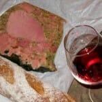 Tomando un vino de Borgoña en Irancy
