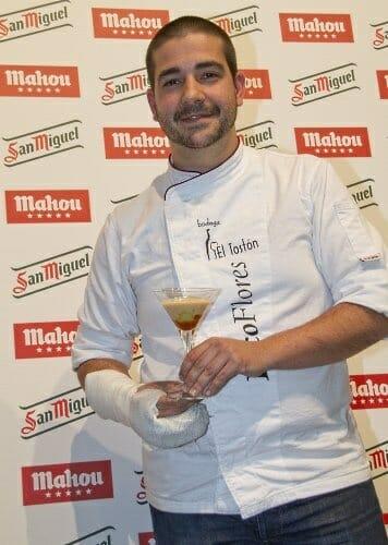 Francisco Flores, de la malagueña Bodega El Tostón, posa con la receta ganadora