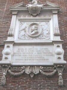 Placa funeraria de Miguel de Cervantes