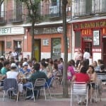 Con el buen tiempo, la Plaza de Olavide se llena de terrazas