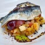 Migas con Tocineta, sardinas agridulces y uvas caramelizadas