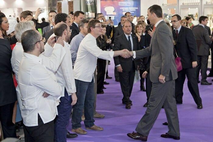 Los Príncipes de Asturias han inaugurado Alimentaria 2012, saludando a los chefs presentes (Imagen: Israel Fernández)