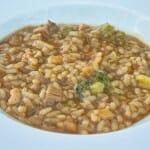 Arroz de verduras de temporada y pollo de corral