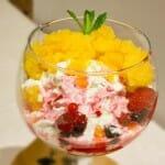 Espuma de yogur con granizado de naranja y bayas