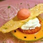 Ensalada caprese con corazón de burrata, tartar de tomate con crema del mismo y sorbete de sandía