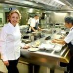 Susi Díaz en la cocina de La Finca
