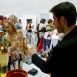 Las bodegas participantes ofrecieron sus vinos para maridar las tapas de los chefs
