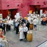 Los hermanos Echapresto, artífices del evento, en el impresionante marco del Centro de la Cultura del Rioja