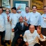 Foto de familia de los chefs tras la cena de gala