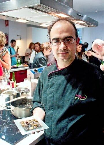 Ignacio Garbayo, atareado durante la presentación de su nuevo espacio