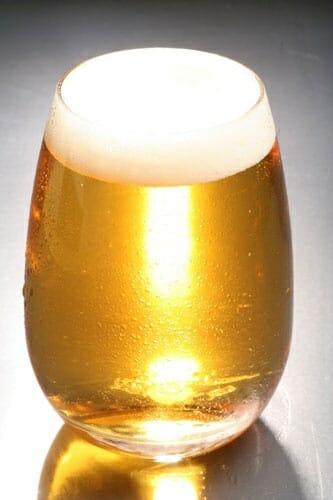 La cerveza contribuye a mantenernos bien hidratados y combatir las altas temperaturas