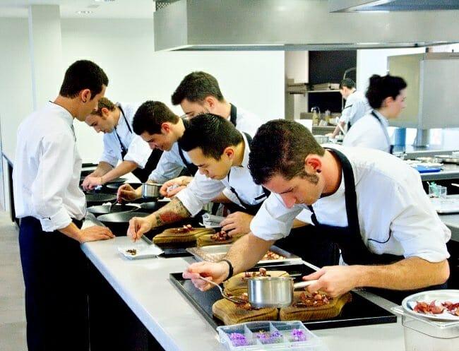 Eneko atxa hago una cocina de ra ces pero innovadora for Aparatos de cocina