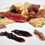 Pichón asado con higo silvestre, queso Idiazabal y cerezas