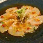 Tartar de atún picante con hierbas japonesas
