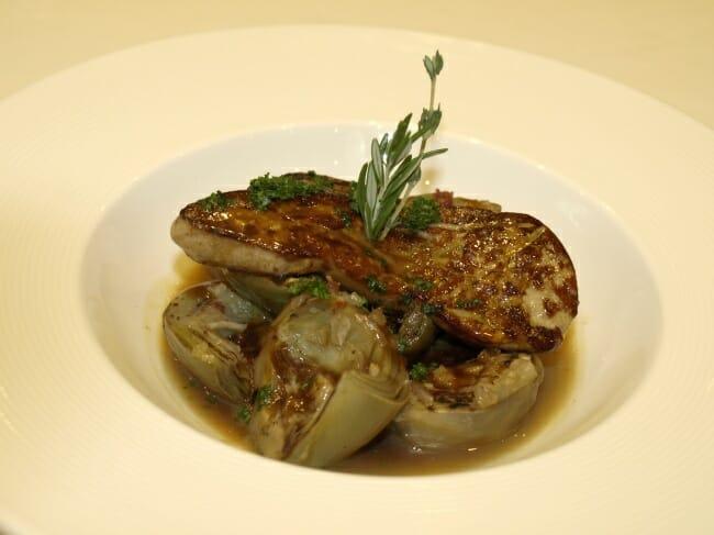 Alcachofas con foie y salmón