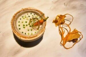 Coco verde: guiso ligero acidulado de berberechos, zamburiñas y pochas