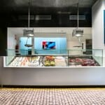 Detalle del mostrador donde puede elegirse la carne y/o el pescado que tomaremos