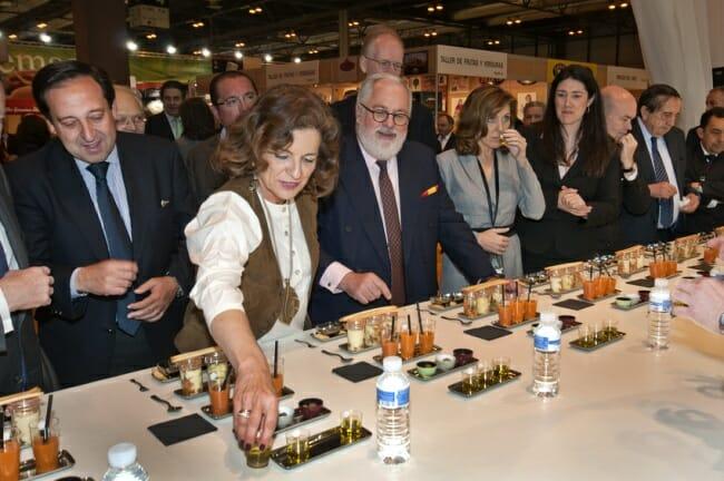 El ministro y la alcaldesa, en el Salón de Gourmets