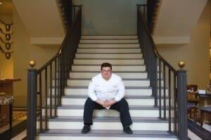 Marcos Morán, en la imponente escalera de su nuevo local en Londres