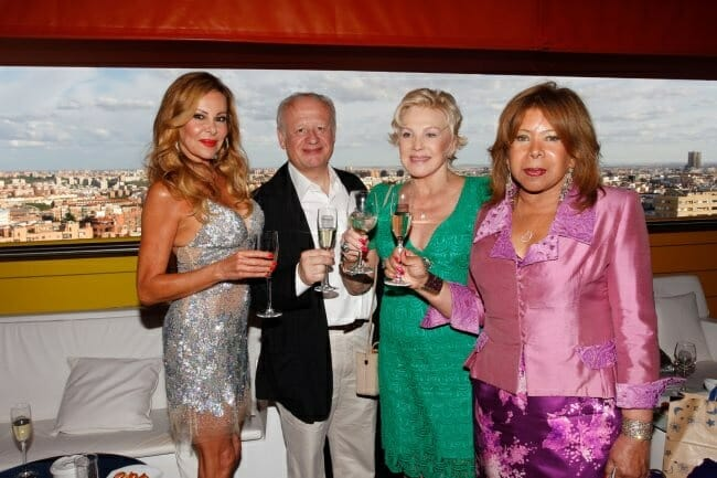 Ana Obregón, Sonia Prince de Galimberti y Marily Coll, durante la entrega de premios