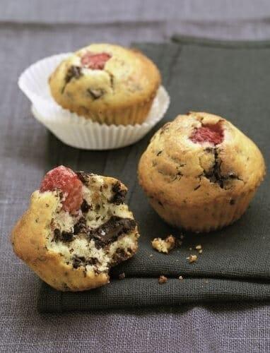 Muffins de frambuesas, coco y pepitas de chocolate