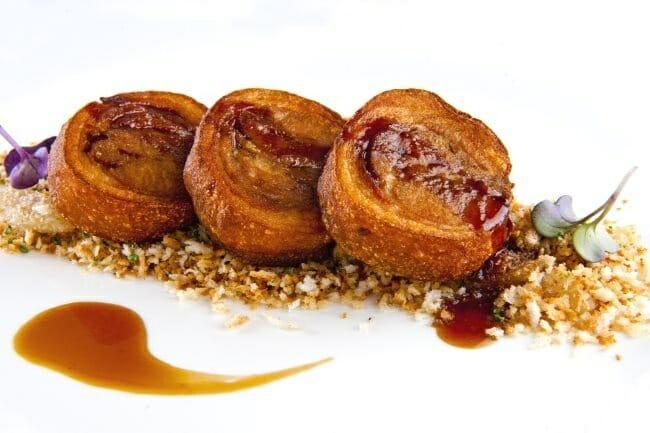 Cuchifrito al estilo Piñera,con migas dulces y salsa de vermut rojo