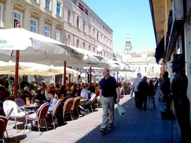 El pasatiempo preferido en Zagreb es sentarse en una terraza