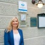 Sanja Nikolac, en la puerta de su Hotel-Restaurante, Draga di Lovrana