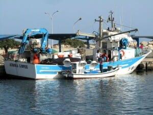 Barco pesquero a punto de zarpar