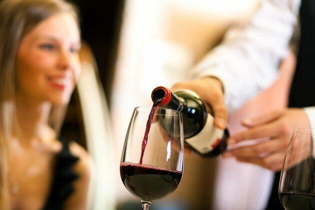¿Cómo elegir un vino en la carta de un restaurante?