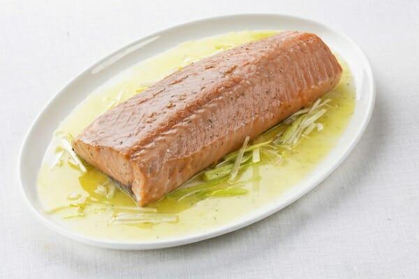 Salmón con jengibre y salsa de mantequilla