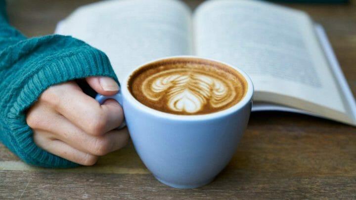 ¿Cómo se hace la espuma del café?
