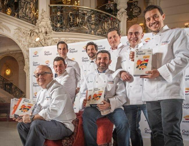 Foto de familia de los nuevos cocineros coin tres soles en la Guía Repsol 2014