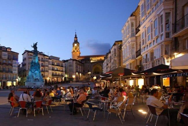 Ambiente de terrazas en Vitoria