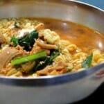 El ramyeon, fideos instantáneos rizados cocidos con salsa, es muy común en Corea
