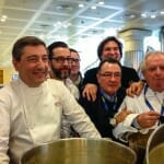 Los chefs arropan a los Morán y su irresistible fabada de Casa Gerardo