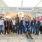 Foto de familia en el stand de Palencia
