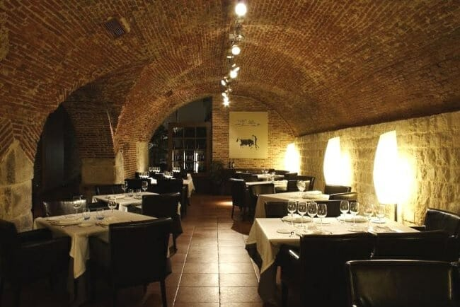 Salón en la bodega del Restaurante Asador Zurita