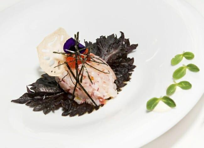 Tartar de gambas con wasabi cebolleta y tostadas