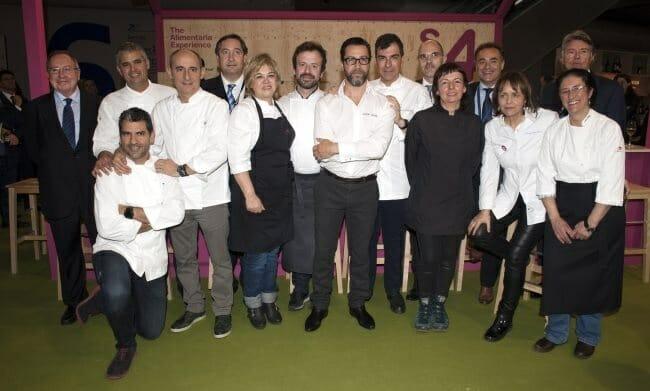 Foto de familia de los chefs en la jornada inaugural de Alimentaria 2014