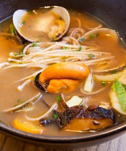 Sopa de mariscos con almejas