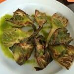Alcachofas a la plancha con aceite de perejil
