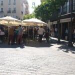 La Plaza del Salvador reúne cada fin de semana a cientos de personas dispuestas a tapear