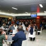 Los españoles ingerimos 2.350 calorías en nuestros viajes en avión