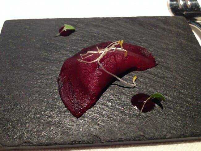 Aperitivo: raviolí de berenjena relleno de verduras