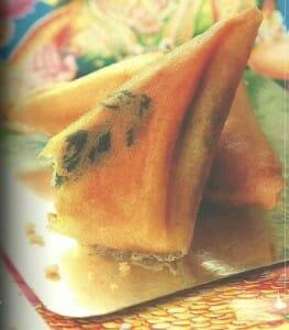 Las samosas se pueden encontrar en los puestos callejeros del país
