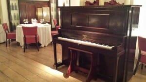 Sala de Più di Prima, con música en directo
