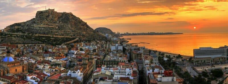 Bella panorámica de la ciudad de Alicante
