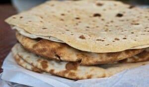 El chapati, una harina hinchada, acompaña a casi cualquier plato